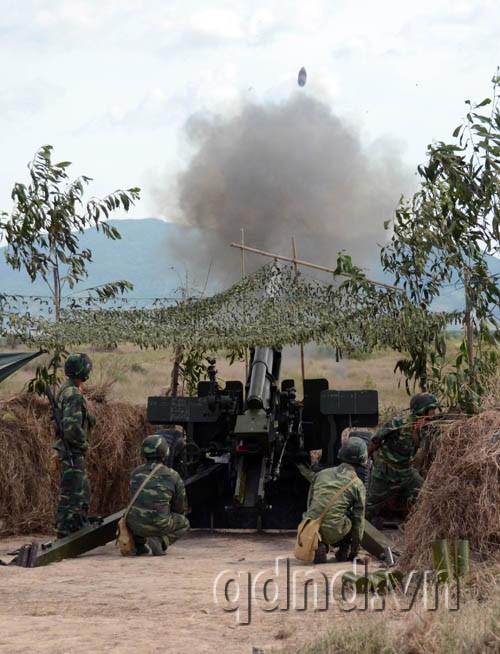 Pháo 105mm chế áp hỏa lực địch