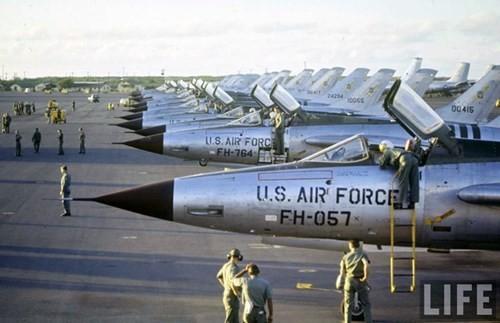 """""""Bảo vật Quốc gia"""" MiG-21: """"Hung thần trên không"""" đối với máy bay Mỹ ảnh 2"""