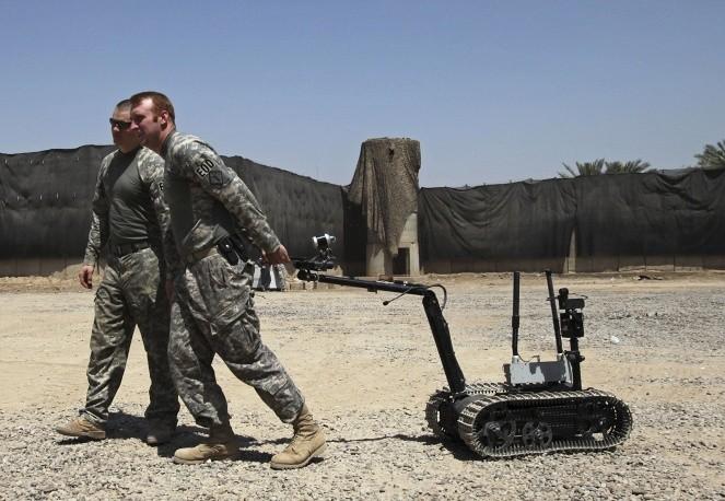 Một mẫu robot dò phá bom mìn của lính Mỹ tại Baghdad, Iraq.