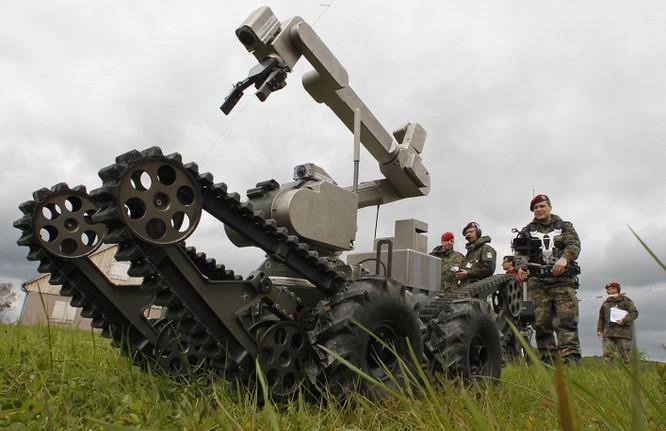 Công ty quân sự Telerob của Đức thử nghiệm robot.