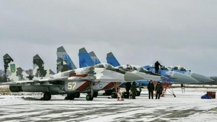 Những chiếc máy bay MiG-29 và Su-27 tại căn cứ không quân Ozerne của Ukraine.