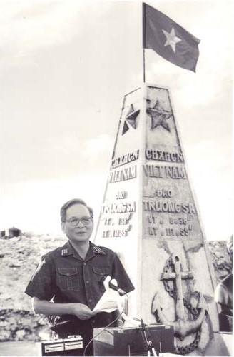 Đại tướng Lê Đức Anh phát biểu tại Trường Sa Lớn năm 1988