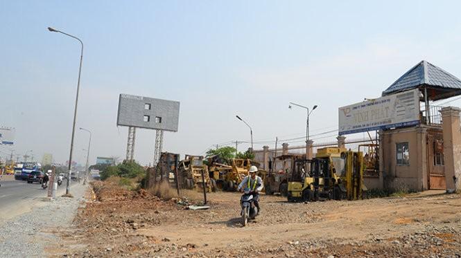Phần mặt bằng của Công ty Vĩnh Phát chưa bàn giao để thi công tuyến metro số 1 (Bến Thành - Suối Tiên) - Ảnh: Hữu Khoa