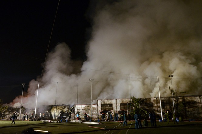Gần 400 người chữa cháy kho nội thất chìm trong biển lửa ảnh 3