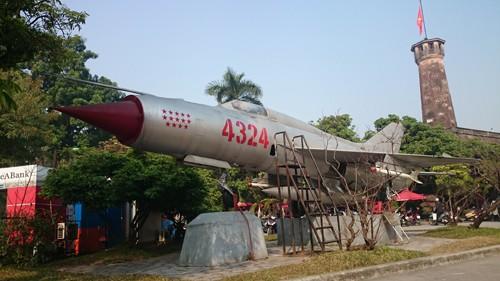 14 sao trên mũi là biểu tượng cho 14 chiến công oanh liệt bắn rơi máy bay Mỹ trên bầu trời Việt Nam.