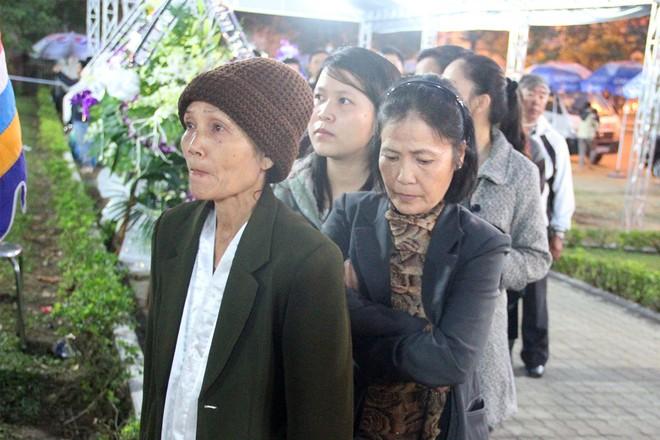 Hàng nghìn người dân viếng ông Bá Thanh ảnh 12