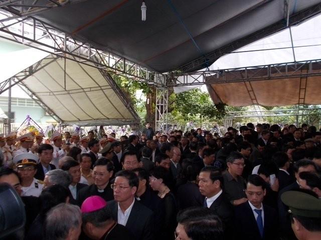 Hàng nghìn người tiễn đưa ông Nguyễn Bá Thanh lần cuối ảnh 6