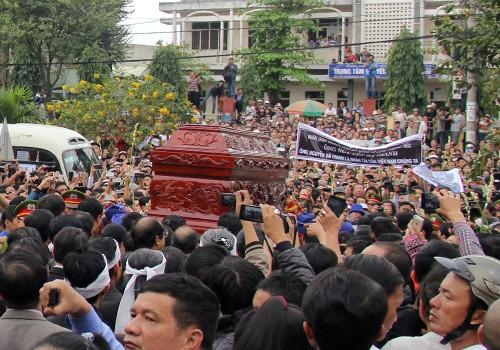 Hàng nghìn người tiễn biệt ông Nguyễn Bá Thanh ảnh 1