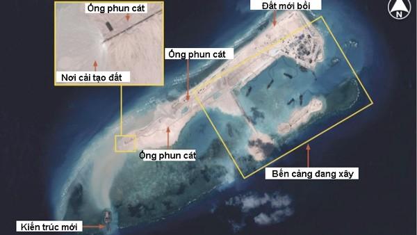 Ảnh vệ tinh Airbus Defence & Space chụp ngày 14.11.2014 cho thấy Trung Quốc đã cải tạo và mở rộng đá Chữ Thập thành đảo nhân tạo rất lớn (hơn đảo Ba Bình của Việt Nam đang bị Đài Loan chiếm đóng), dài đến gần 3 km đủ lớn để xây đường băng và trở thành một trung tâm điều hành và chỉ huy của quân đội Trung Quốc ở khu vực này - Ảnh: CNES/HIS