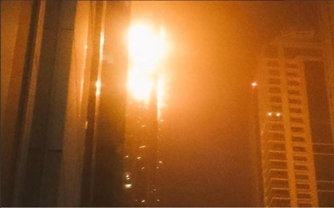 Một số người dân cho biết, nhân viên tòa nhà không kích hoạt hệ thống báo cháy ngay lập tức.