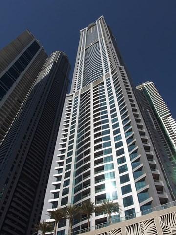 Tòa nhà bị cháy còn có tên khác là Dubai Torch hay chỉ đơn giản là The Torch. Nó trở thành tòa nhà chung cư cao nhất thế giới trong năm 2011 với chiều cao 336,1 m. Video Hiện trường vụ cháy cao ốc ở Dubai Tòa nhà 79 tầng ở Dubai bất ngờ bốc cháy khiến kính và các đồ vật khác bao trùm khu vực quanh tòa nhà cao 330 m. Cháy tòa nhà chung cư cao nhất thế giới Một ngọn lửa đã bùng lên tại tòa nhà chọc trời Torch ở Dubai, Các tiểu vương quốc Arab thống nhất (UAE), một trong những tòa nhà chung cư cao nhất thế giới.
