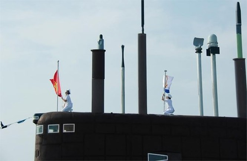 Hình ảnh 3 tàu ngầm Kilo trực chiến ngày Tết tại Cam Ranh ảnh 1