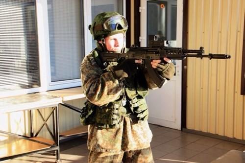 """Lính Nga nhận AK-12 và AK-103 mới, phương Tây bắt đầu...""""rét"""" ảnh 1"""