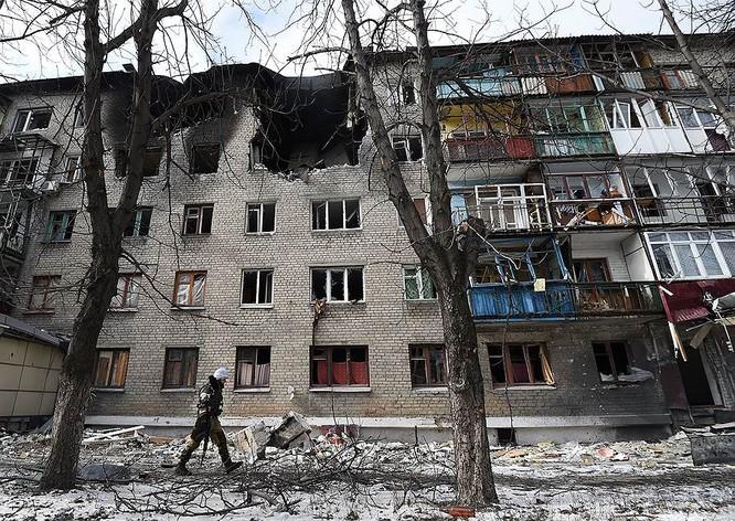 """""""Chảo lửa"""" Debaltsevo tan hoang sau trận huyết chiến khốc liệt ảnh 28"""