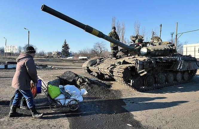 """""""Chảo lửa"""" Debaltsevo tan hoang sau trận huyết chiến khốc liệt ảnh 33"""