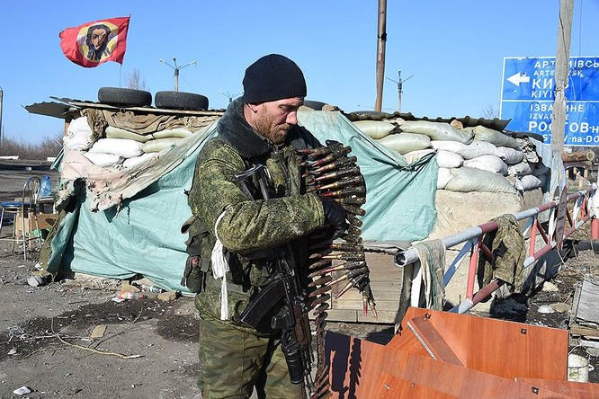 """""""Chảo lửa"""" Debaltsevo tan hoang sau trận huyết chiến khốc liệt ảnh 29"""