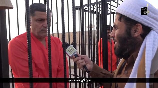 IS tung video chiến binh người Kurd bị nhốt trong lồng sắt ảnh 2