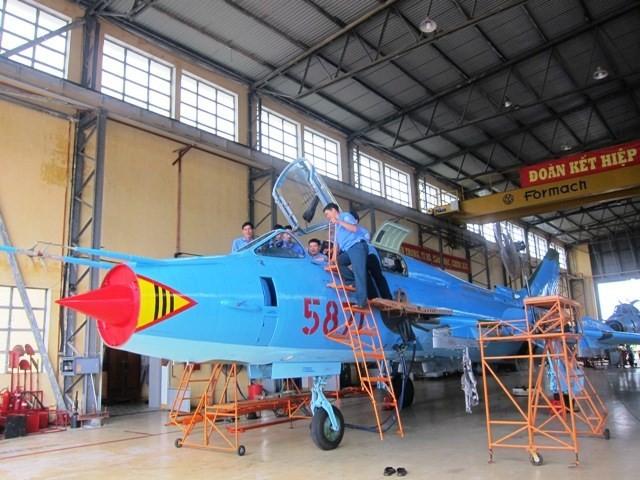 Thăm A32 - nhà máy sửa chữa, bảo dưỡng máy bay tiêm kích của VN ảnh 1