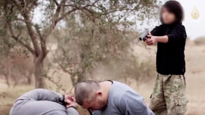 Tự tay hành quyết hai người bị cáo buộc làm gián điệp cho Nga