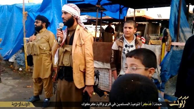 """Nhà nước Hồi giáo huấn luyện các """"sát thủ nhí"""" giết người không ghê tay ảnh 5"""