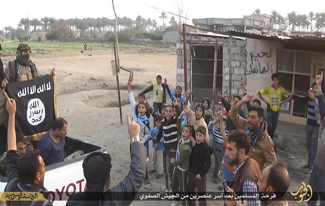 """Nhà nước Hồi giáo huấn luyện các """"sát thủ nhí"""" giết người không ghê tay ảnh 10"""
