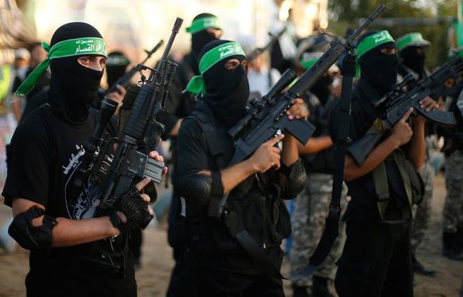 """Nhà nước Hồi giáo huấn luyện các """"sát thủ nhí"""" giết người không ghê tay ảnh 22"""