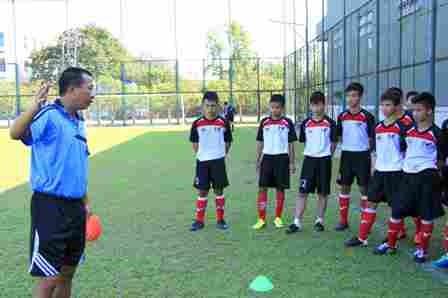 Bắt đầu chiến dịch tuyển học viên bóng đá tài năng ảnh 2