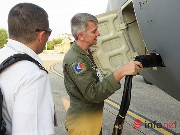 """Không quân Mỹ """"khoe"""" máy bay vận tải C-130 đậu ở sân bay Đà Nẵng ảnh 3"""