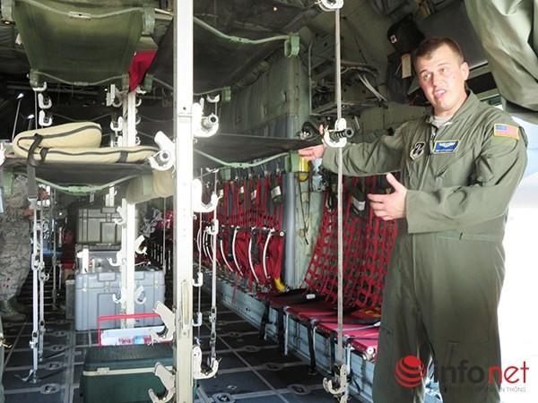 """Không quân Mỹ """"khoe"""" máy bay vận tải C-130 đậu ở sân bay Đà Nẵng ảnh 11"""