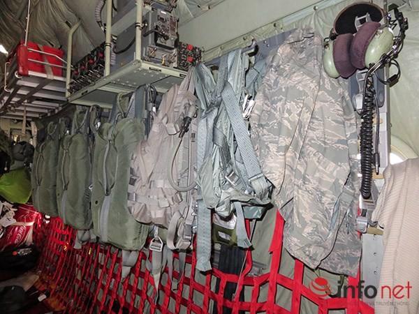 """Không quân Mỹ """"khoe"""" máy bay vận tải C-130 đậu ở sân bay Đà Nẵng ảnh 15"""