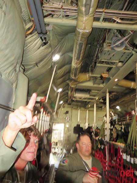 """Không quân Mỹ """"khoe"""" máy bay vận tải C-130 đậu ở sân bay Đà Nẵng ảnh 17"""