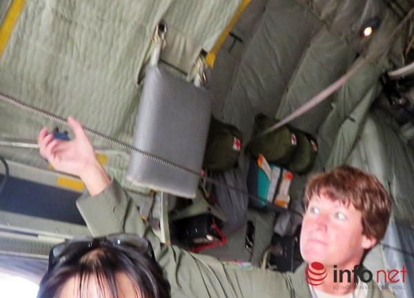 """Không quân Mỹ """"khoe"""" máy bay vận tải C-130 đậu ở sân bay Đà Nẵng ảnh 20"""