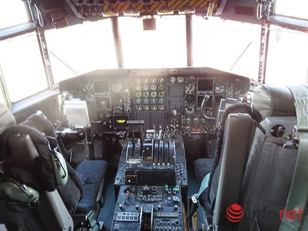 """Không quân Mỹ """"khoe"""" máy bay vận tải C-130 đậu ở sân bay Đà Nẵng ảnh 21"""