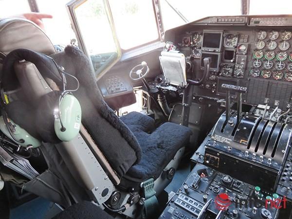 """Không quân Mỹ """"khoe"""" máy bay vận tải C-130 đậu ở sân bay Đà Nẵng ảnh 22"""