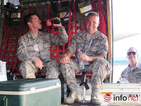 """Không quân Mỹ """"khoe"""" máy bay vận tải C-130 đậu ở sân bay Đà Nẵng ảnh 25"""