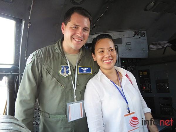 """Không quân Mỹ """"khoe"""" máy bay vận tải C-130 đậu ở sân bay Đà Nẵng ảnh 26"""