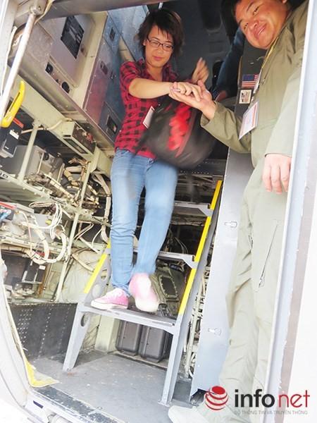"""Không quân Mỹ """"khoe"""" máy bay vận tải C-130 đậu ở sân bay Đà Nẵng ảnh 28"""