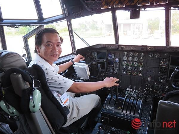 """Không quân Mỹ """"khoe"""" máy bay vận tải C-130 đậu ở sân bay Đà Nẵng ảnh 23"""