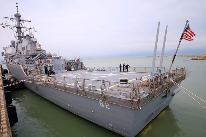 Hai tàu khu trục của Mỹ cập cảng Đà Nẵng ảnh 1