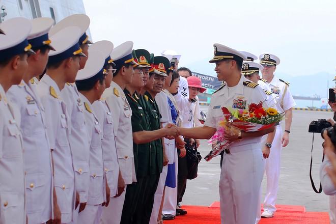 Hai tàu khu trục của Mỹ cập cảng Đà Nẵng ảnh 10