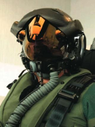 Mũ bay siêu hiện đại của phi công lái F-35 Lightning II ảnh 10