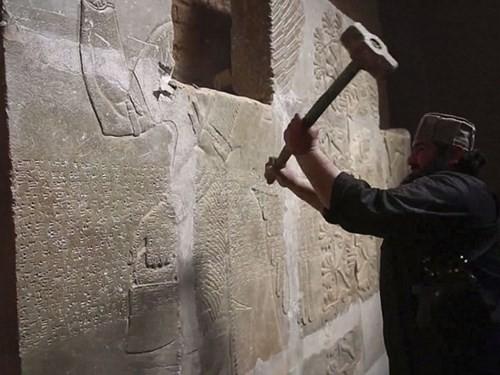 IS dùng bom nổ tung thành phố Assyrian, 3.000 năm tuổi tại Iraq ảnh 1