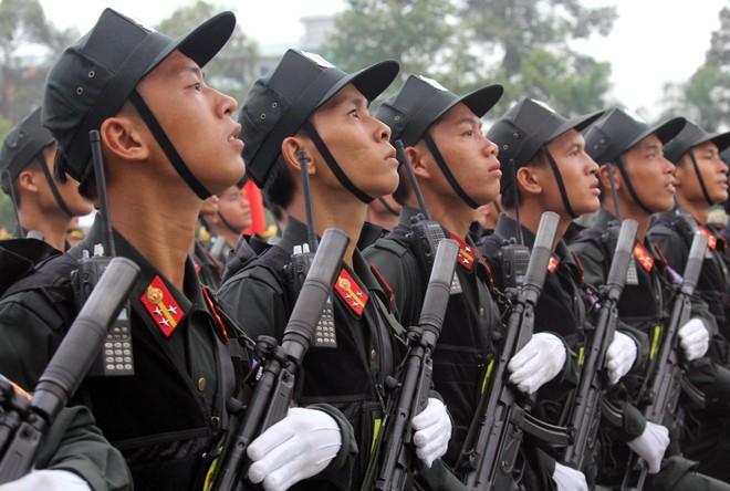Hàng nghìn chiến sĩ hợp diễu binh dưới nắng gắt Sài Gòn ảnh 9