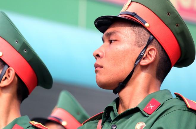 Hàng nghìn chiến sĩ hợp diễu binh dưới nắng gắt Sài Gòn ảnh 11