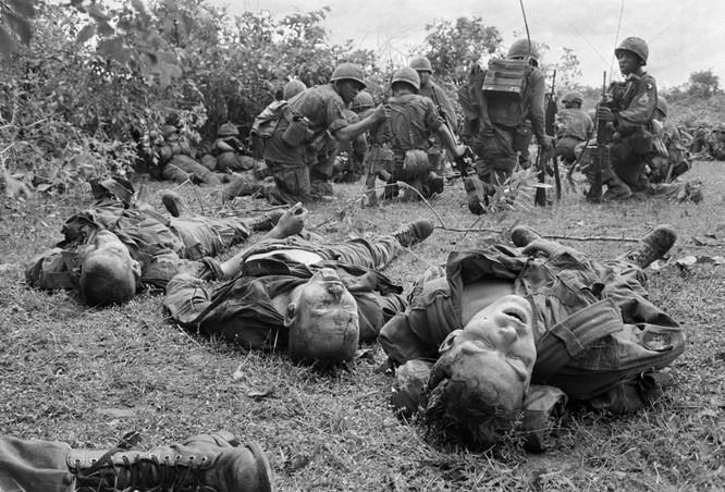 Những bức ảnh khốc liệt nhất về cuộc chiến của Mỹ tại Việt Nam ảnh 1