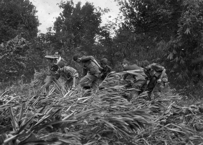 Những bức ảnh khốc liệt nhất về cuộc chiến của Mỹ tại Việt Nam ảnh 3