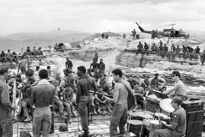 Những bức ảnh khốc liệt nhất về cuộc chiến của Mỹ tại Việt Nam ảnh 6