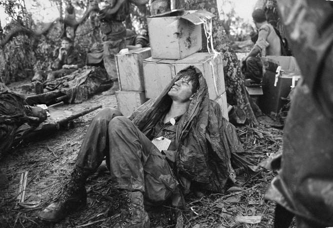 Những bức ảnh khốc liệt nhất về cuộc chiến của Mỹ tại Việt Nam ảnh 8