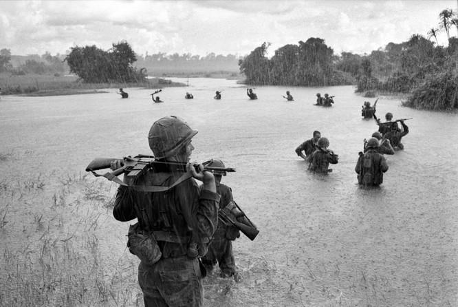Những bức ảnh khốc liệt nhất về cuộc chiến của Mỹ tại Việt Nam ảnh 10