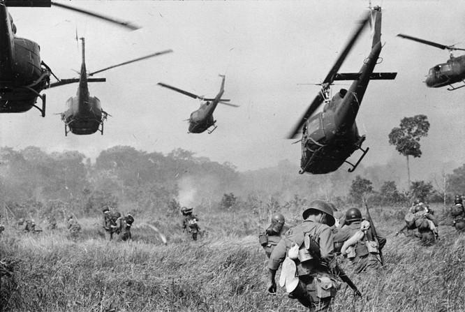 Những bức ảnh khốc liệt nhất về cuộc chiến của Mỹ tại Việt Nam ảnh 11